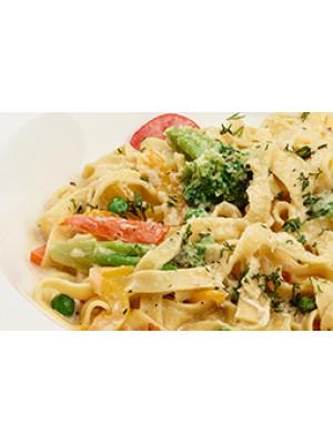 Паста с овощами, сливками и сыром пармезан